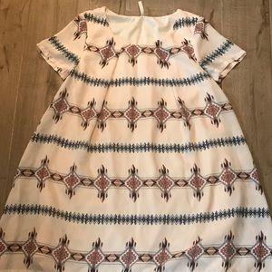 Dresses & Skirts - Flowy print dress